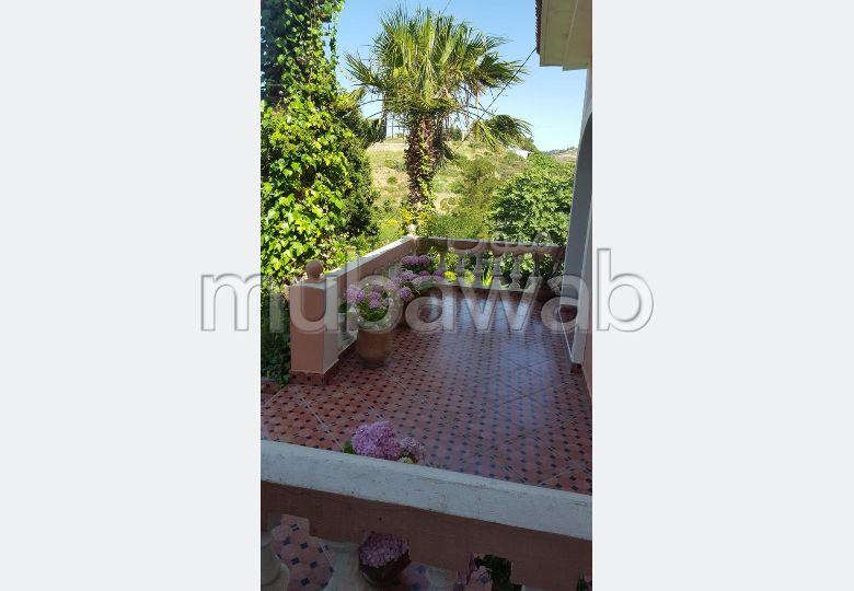 Villa de haut standing à vendre à Tanger. Superficie 500.0 m². Terrasse et jardin