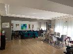 شقة رائعة للبيع بالدارالبيضاء. 4 غرف. خدمات الكونسياج ، و تكييف الهواء.