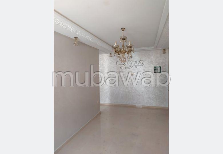شقة رائعة للبيع بأكادير. المساحة 68.0 م². مصعد.