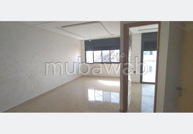 شقة رائعة للبيع بالقنيطرة. 2 غرف ممتازة. صالون مغربي.