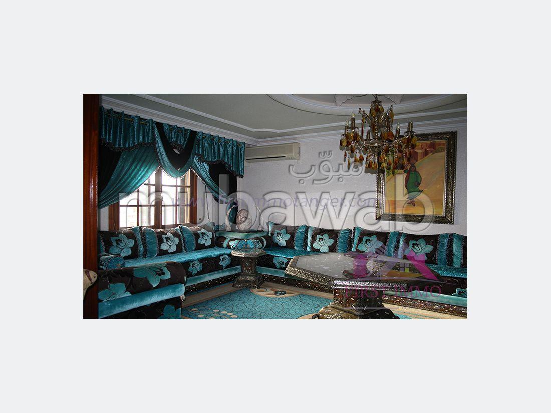 شقة رائعة للايجار بطنجة. 3 غرف رائعة. صالون بديكورات مغربية.
