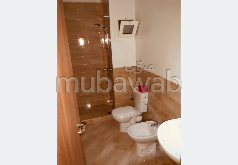 شقة رائعة للإيجار بطريق اسفي. المساحة الكلية 75.0 م². مصعد وشرفة.