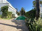 Belle villa moderne 800m2 avec piscine en ville