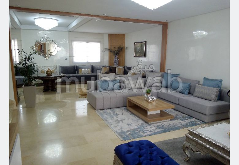 House for sale. 5 lovely rooms. Traditional Moroccan living room.