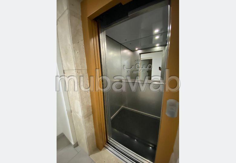 استئجار شقة بطريق اسفي. 2 غرف. الزجاج المزدوج والتدفئة المركزية.