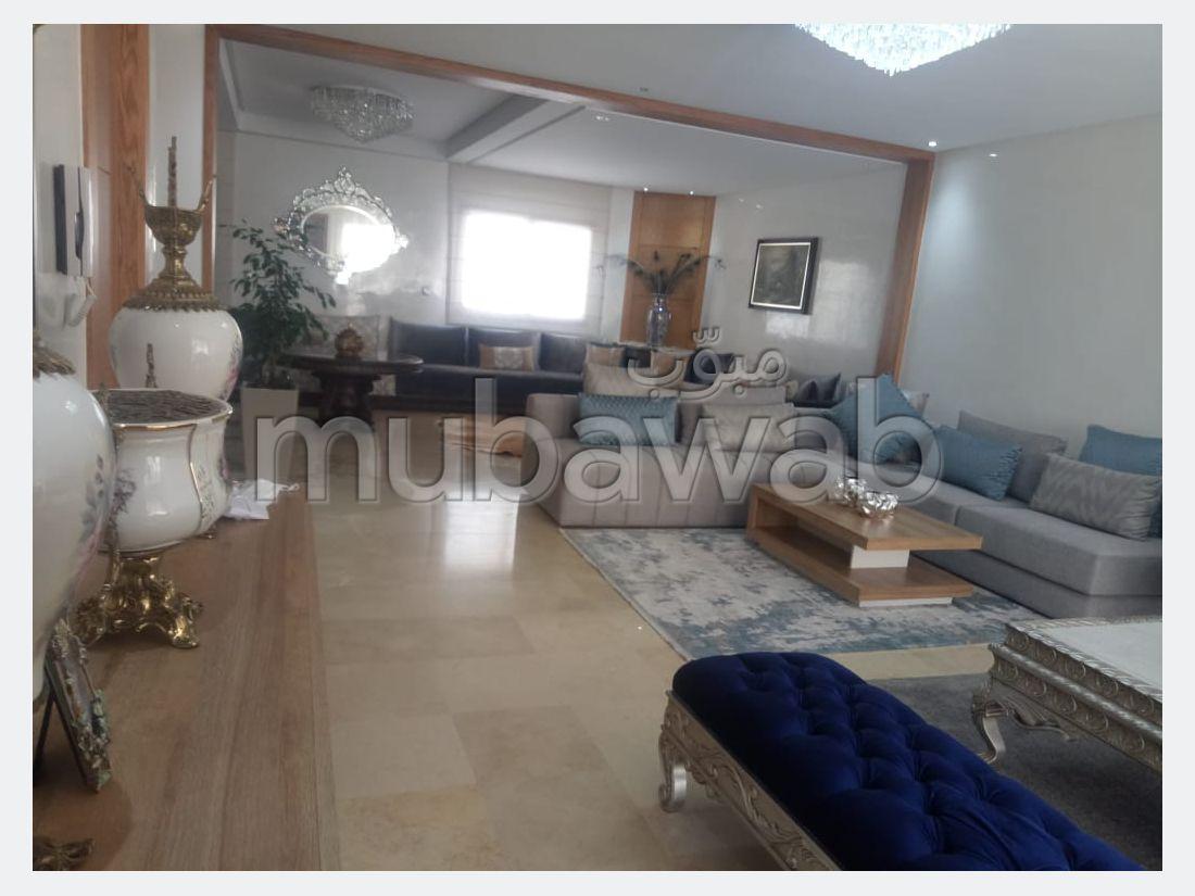 Encuentra tu próxima casa. Superficie de 303 m². puerta de seguridad, residencia cerrada.
