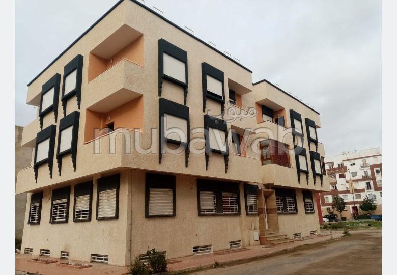 شقة للشراء بالقنيطرة. المساحة الكلية 74 م². صالة أصيلة ، طبق الأقمار الصناعية.