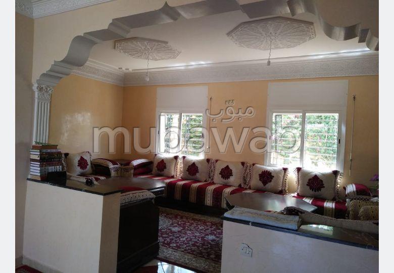 Trouvez votre maison à acheter à Bouskoura. 5 pièces. Salon traditionnel, antenne parabolique générale