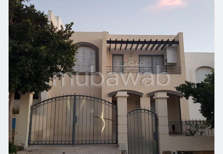 منزل فخم للبيع بطنجة. المساحة الكلية 450.0 م².