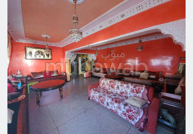 بيع شقة بالقنيطرة. المساحة 132 م². شرفة جميلة وحديقة.