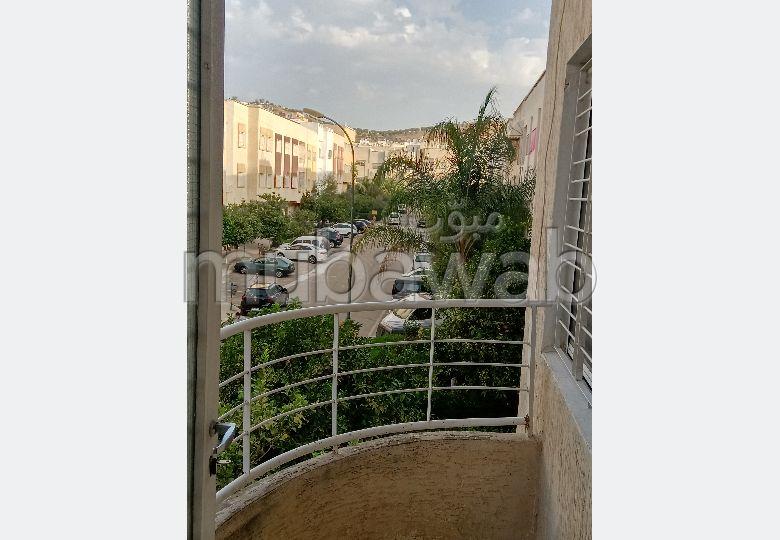 شقة جميلة للبيع بفاس حي الحديقة 1. المساحة الكلية 102.0 م². تتمتع بالهدوء، بالطابق الأول