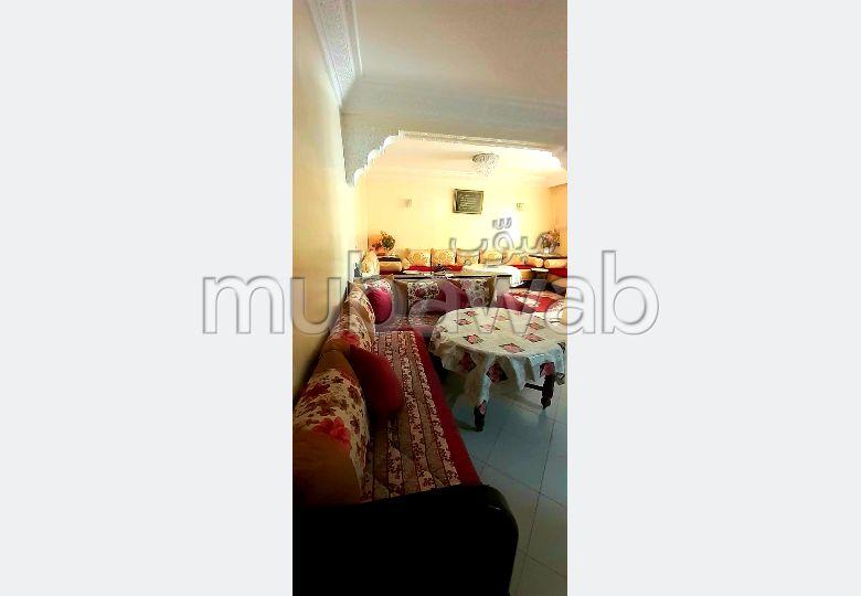 شقة جميلة للبيع بالدارالبيضاء. المساحة الكلية 67.0 م². مطبخ مجهز.