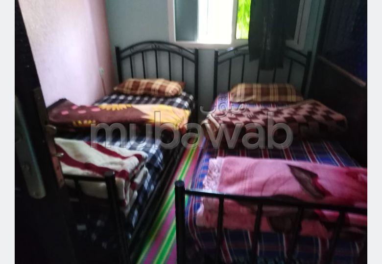 Location d'un appartement à Fès. 2 chambres agréables. Système de parabole et salon marocain