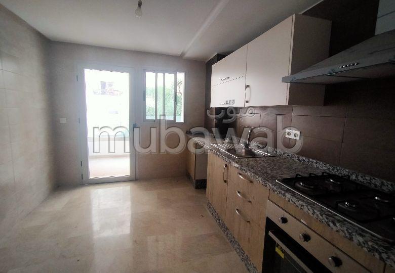 شقة للشراء بطنجة. المساحة الكلية 103.0 م². باب متين ونظام الزجاج المزدوج.