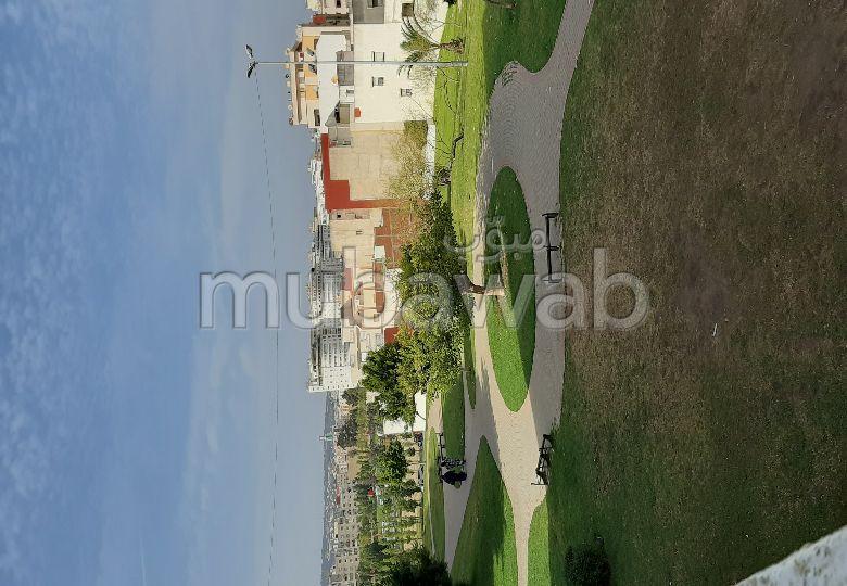 شقة رائعة للبيع بطنجة. 3 غرف رائعة. صالون مغربي نموذجي ، إقامة آمنة