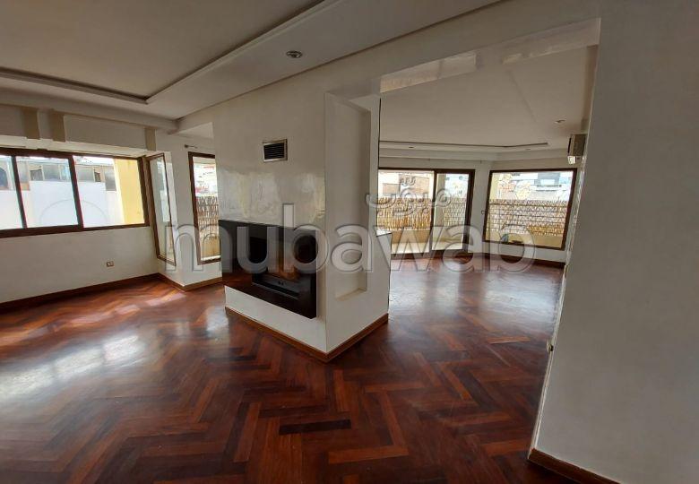 Très bel appartement en location à Casablanca. 7 grandes pièces. Ascenseur et terrasse