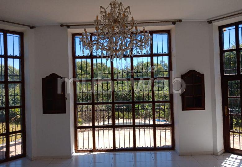 منزل ممتاز للبيع بطنجة. المساحة 1900.0 م². مكان وقوف السيارات وشرفة.