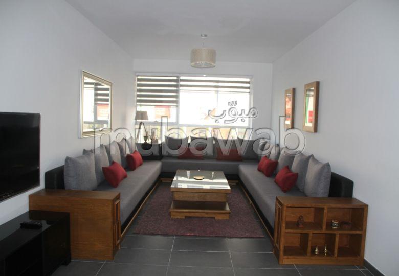 شقة رائعة للإيجار بطنجة. المساحة الكلية 120 م². مطبخ مع فرن.