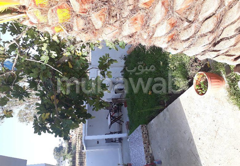 منزل ممتاز للبيع بطنجة. المساحة الكلية 300 م². شرفة وحديقة.