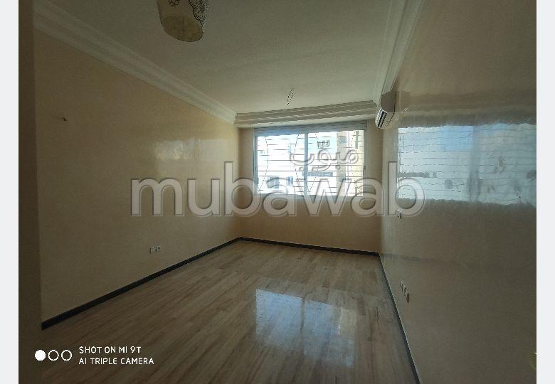 Bel appartement en location à Casablanca. 2 belles chambres. Parking et ascenseur