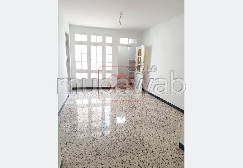 House to buy. 3 rooms. Beautiful terrace.