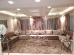 منزل ممتاز للبيع بطنجة. 6 غرف ممتازة. باب متين ، صالة مغربية تقليدية.