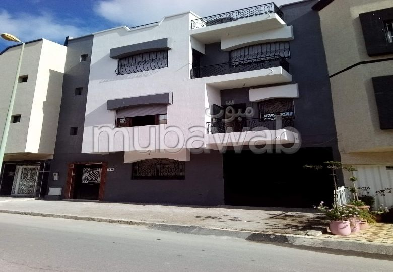 House for sale. Large area 100.0 m². Furnished Moroccan living room, General satellite dish system.