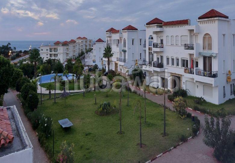 Splendid villa for sale. 1 Living area. Caretaker and swimming pool