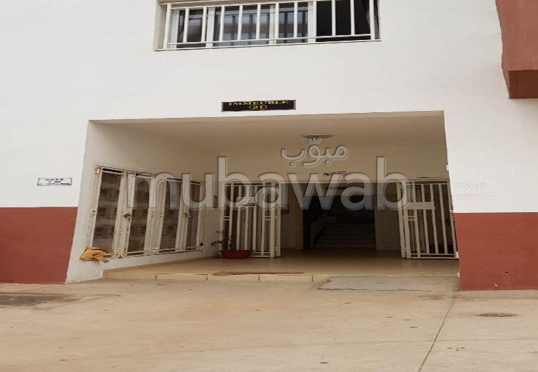 Alquila este piso. Superficie 55.0 m². Salón tradicional y puerta blindada.
