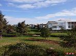شقة رائعة للبيع ببوسكورة. 4 قطع مريحة. شرفة جميلة وحديقة.
