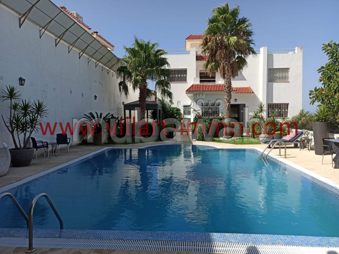 Luxury villa for sale. 9 comfortable rooms. Double glazed windows and reinforced door.