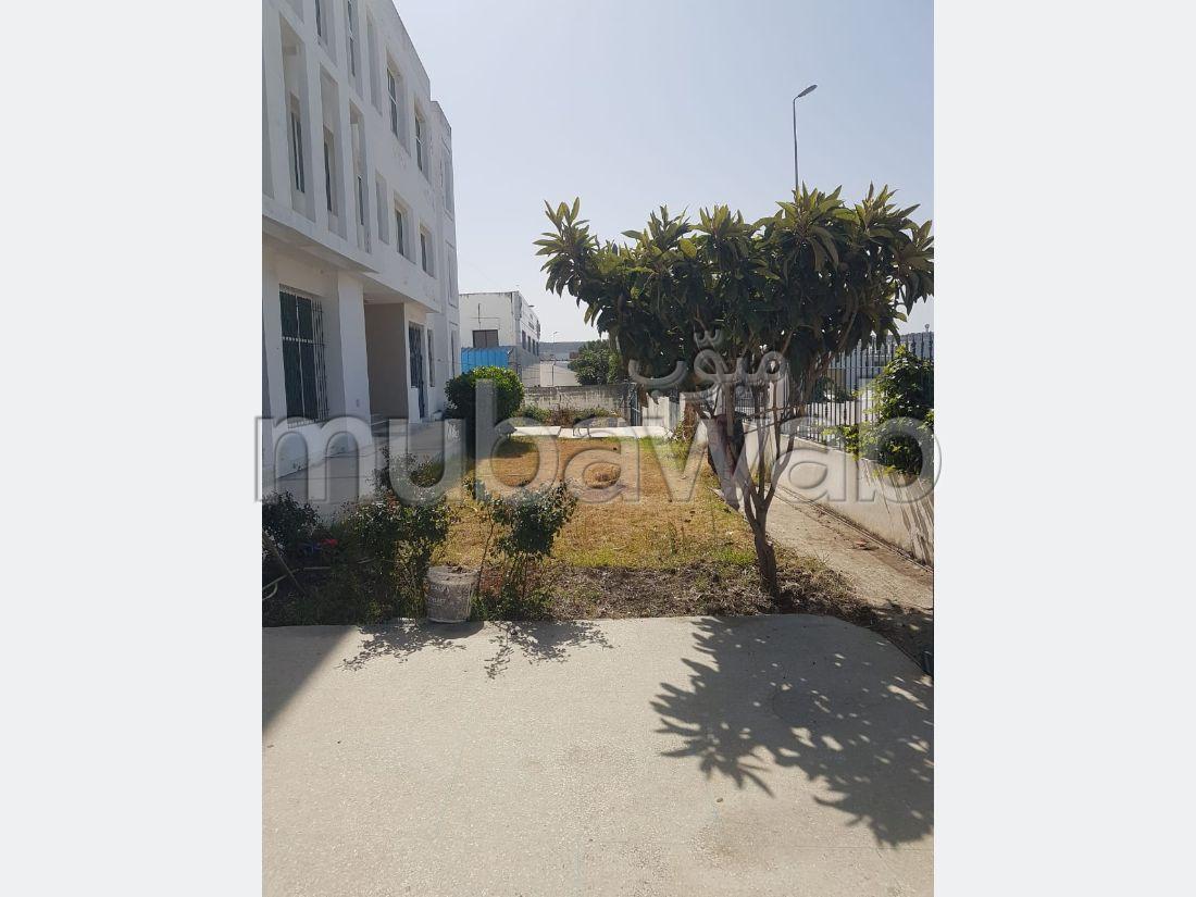 Oficinas y locales comerciales en venta. Area 2200 m². Fibra óptica.