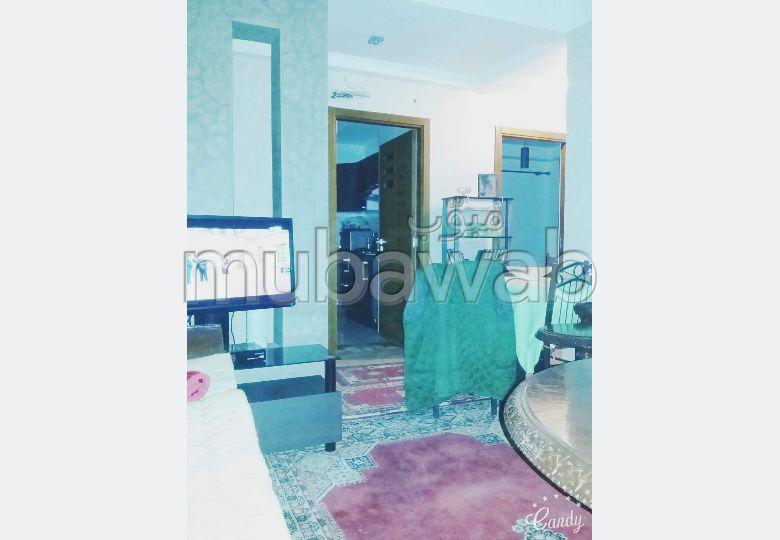 شقة جميلة للبيع بالقنيطرة. 1 جزء. بواب ومكيف الهواء.