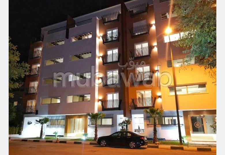 Oficinas y locales comerciales en venta. Pequeña superficie 1 m². Ascensor y plazas de aparcamiento.