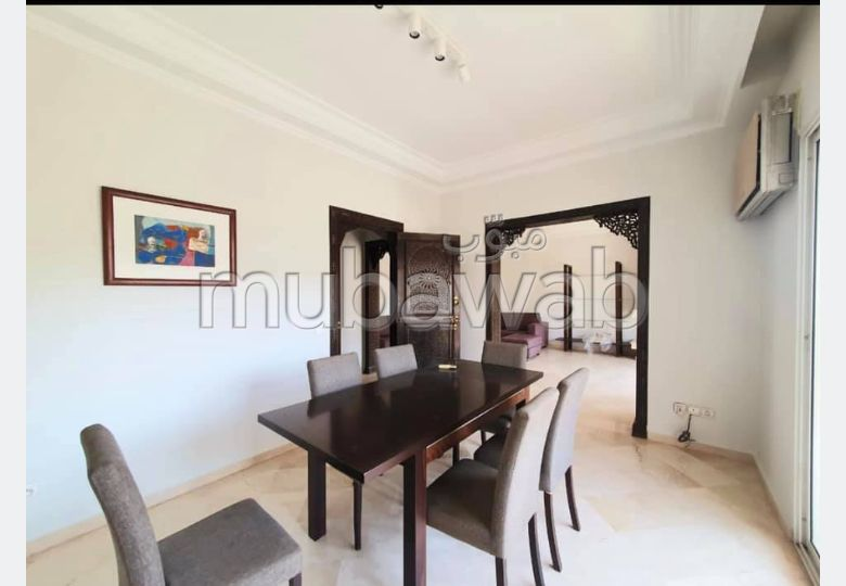 Rent this apartment. Large area 125.0 m². With Lift, Carpark.