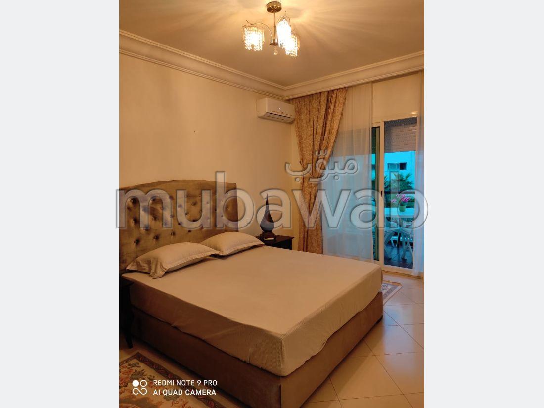 شقة رائعة للايجار بطنجة. المساحة الإجمالية 102 م². مفروشة.