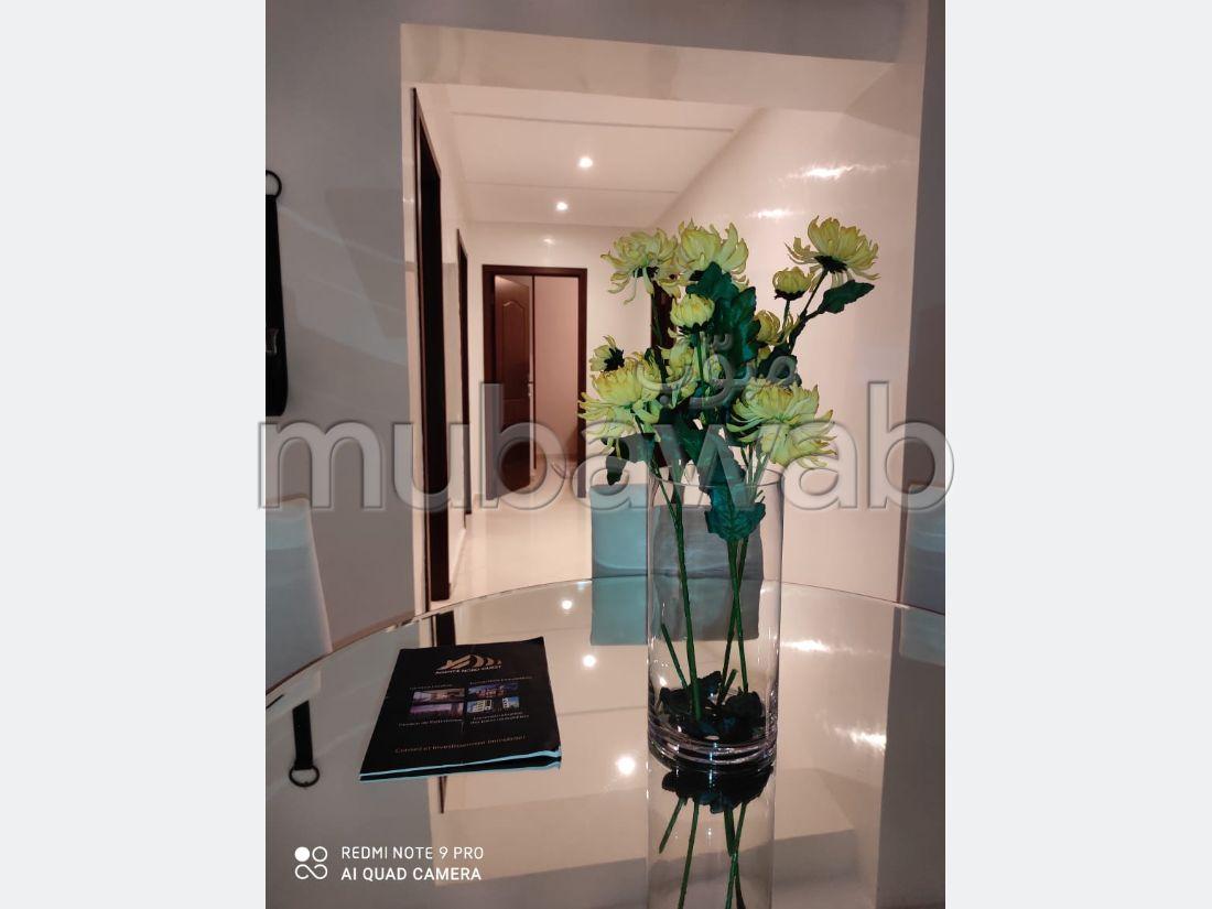 شقة رائعة للايجار بطنجة. المساحة الإجمالية 102.0 م². مفروشة.