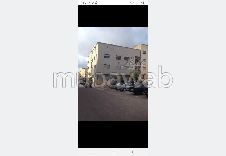 Trouvez votre maison à acheter à Casablanca. 9 chambres. Salon traditionnel et système d'antenne parabolique