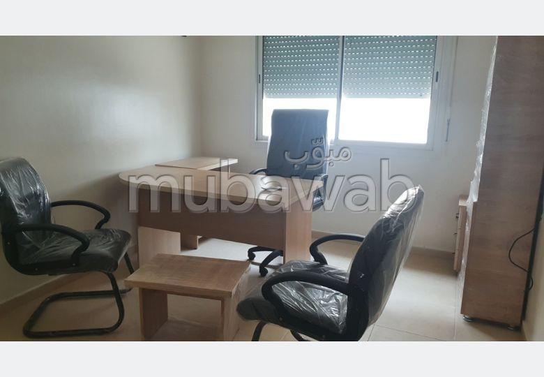 Oficinas en alquiler. Area 60.0 m². Ascensor.