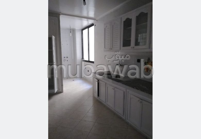 شقة رائعة للايجار بطنجة. المساحة 130.0 م². مصعد متوفر.