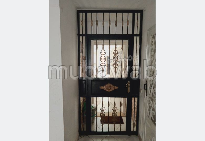 Sale of a lovely apartment. Large area 56.0 m². Satellite dish system and Moroccan living room.