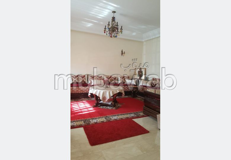 High quality house for sale. 4 rooms. Private garden, Cellar.