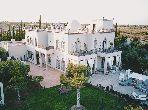 Villa d'hôtes sur 1,7 hect, 14 suites, 1100 m2 construits, piscine, spa à 10 minutes du centre ville