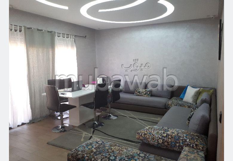 Maison de haut standing à vendre à Casablanca. 6 pièces. Porte blindée, antenne parabolique