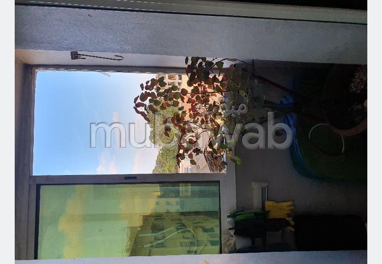 Bel appartement à vendre à Casablanca. Surface de 80 m². Salon typique marocain, résidence sécurisée.
