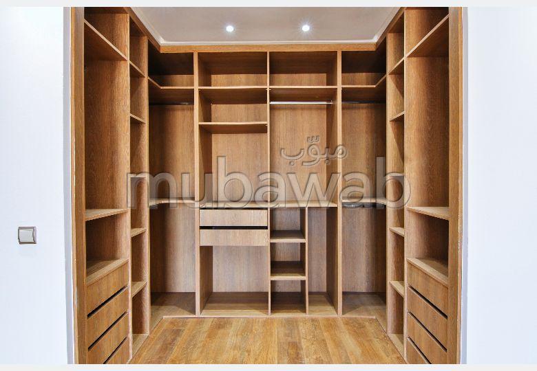 شقة رائعة للبيع ببوسكورة. 3 غرف جميلة. شرفة ومصعد.