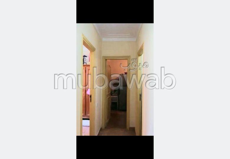 شقة للإيجار بمراكش. 2 غرف رائعة. بواب.