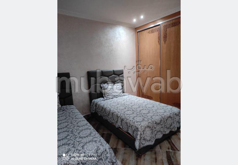 شقة للكراء بطنجة. المساحة الإجمالية 98 م². مفروشة.