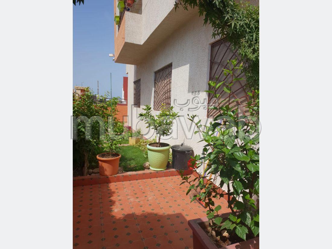 Piso en venta. Superficie de 110 m². Hermosa terraza y jardín.