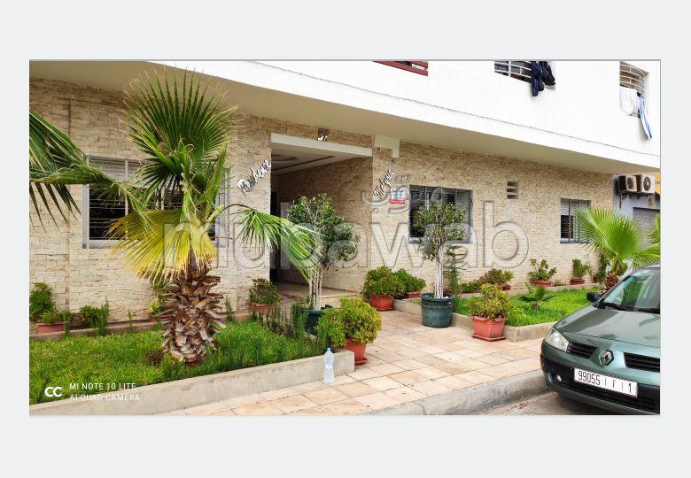 شقة رائعة للبيع بالقنيطرة. المساحة الإجمالية 143 م². صحن هوائي والأمن والحراسة.